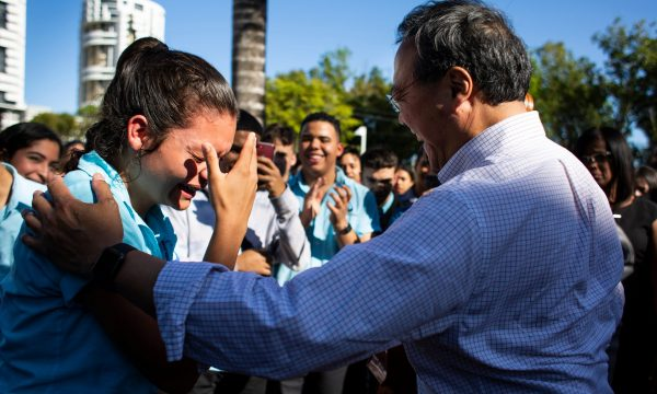 Yo-Yo Ma gives a student overcomed by emotion a free ticket to his concert after he played for a group of students in a plaza near the Escuela Libre de Música in San Juan, P.R., on March 21, 2019. (Photo by Erika P. Rodriguez)